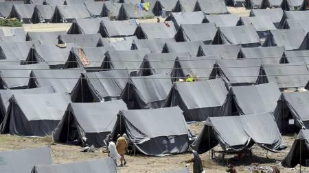 LEIR: Flomrammede i en teltleir i Sukkur. FN har så langt fått inn 1,1 milliarder kroner til nødhjelp. (Foto: RIZWAN TABASSUM/Afp)