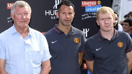 VETERANER: Sir Alex Ferguson sammen med sine veteraner Ryan   Giggs og Paul Scholes. (Foto: Fernando Leon/Pa Photos)