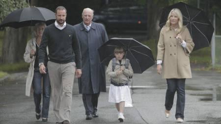 SKOLEJENTE: Prinsesse Ingrid Alexandra hadde sin første skoledag på Jansløkka skole i Asker torsdag formiddag. (Foto: Solum, Stian Lysberg/Scanpix)