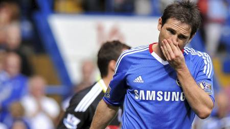 Chelsea's English midfielder Frank Lampard reacts after (Foto: LEON NEAL/Afp)