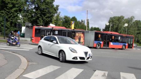 Snerten bil i trafikken (Foto: Ditlev Eidsmo)