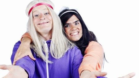 Tina (Odd-Magnus Williamson) og Bettina (Henrik Thodesen).