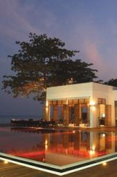 Bassenget på hotellet The Library i Thailand.