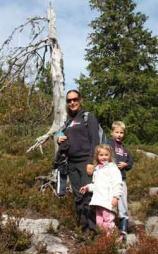 Renate sammen med barna sine på fjelltur nå i høst. (Foto: Privat)