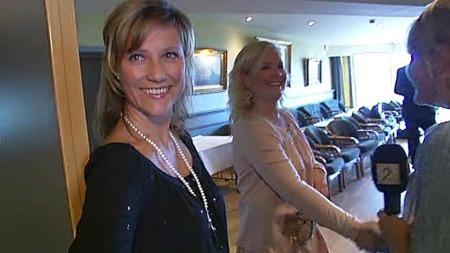 TOK IMOT PRESSEN: Prinsesse Märtha Louise på hotellet i Stavanger hvor hun skal holde kurs. (Foto: TV 2)