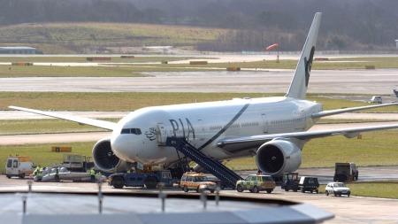Det nødlandede flyet er et Boeing 777, lik dette fra samme selskap. Dette bildet er tatt i Manchester i en annen sammenheng. (Foto: AFP)