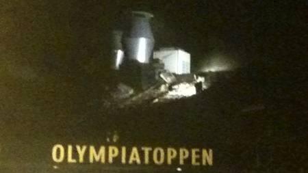 RØYK FRA TAKET: Fra denne delen av Toppidrettssenteret veltet det røyk ut av taket. (Foto: MMS: Gorm Røseth/)