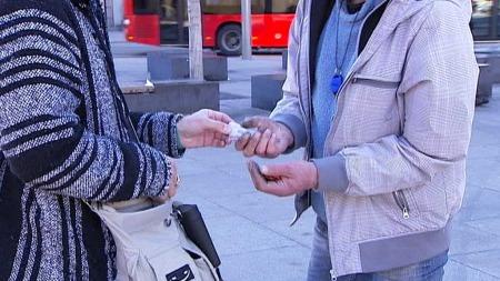 TESTES: De nye kapslene blir testet ut av heroinavhengige i Oslo. (Foto: TV 2)