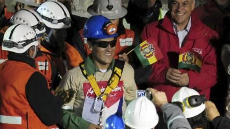 NUMMER FIRE: Carlos Mamani fra Bolivia var den fjerde som ble reddet opp. (Foto: MARTIN BERNETTI/Afp)