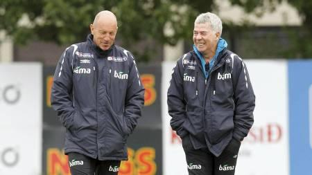 Landslagssjef Egil Olsen  (t.h.) og Nils Johan Semb. (Foto: Aas, Erlend/SCANPIX)