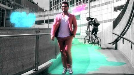 Jan Thomas i rosa dress. (Foto: TV 2)