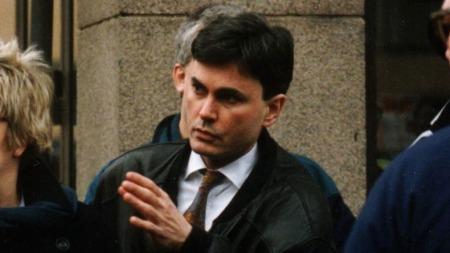 LASERMANN-ORIGINALEN: I tillegg til at John Ausonius ble dømt   for å ha skutt med gevær med lasersikte mot en rekke personer med innvandrerbakgrunn,   tilsto han også en rekke ran. Dette bildet av ham er fra begynnelsen   av 90-tallet. (Foto: Scanpix)