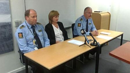 TROR DE HAR DRAPSMANNEN: Den siktede 48-åringen ble pågrepet   i nærheten av åstedet, opplyste politiet på en pressekonferanse. Fra   venstre: politioverbetjent Svein Føllesdal, politiadvokat Eli Valheim   og Tore Salvesen, leder for Bergen vest politistasjon. (Foto: Are Heiseldal)