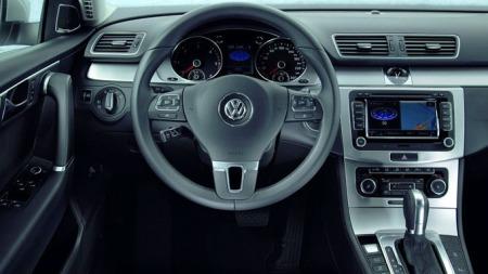 Typisk VW-interiør også i nye Passat. Pent, ryddig og enkelt
