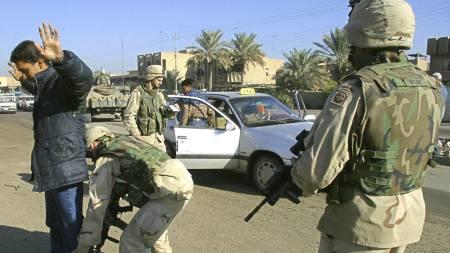 DREPTE I PANIKK: Nye dokumenter fra krigen i Irak avslører at amerikanske soldater åpnet ild mot sivile som ikke stoppet foran veisperringer. (Illustrasjonsfoto) (Foto: SABAH ARAR/AFP)