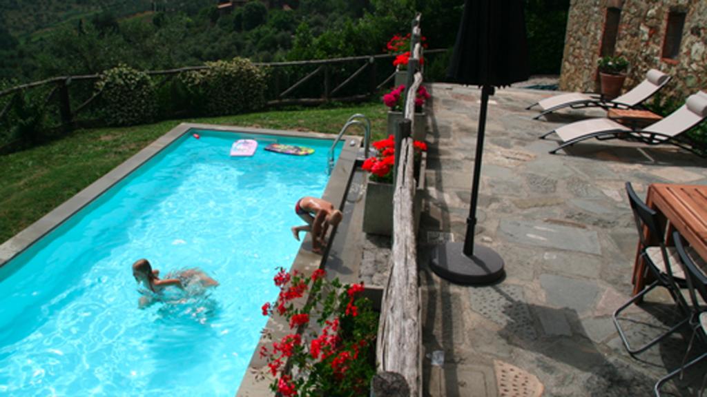 Familiens tre barn stortrives i Italia, og snakker flytende italiensk. (Foto: Privat)