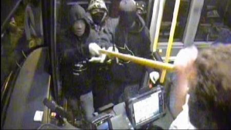 Tenåringene på jakt etter penger sredte frykt blant bussjåførene i Kristiansand. (Foto: Overvåkingsfoto)