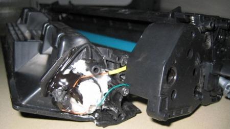 Det eksplosive stoffet var skjult i toneren som var installert   i skriveren.
