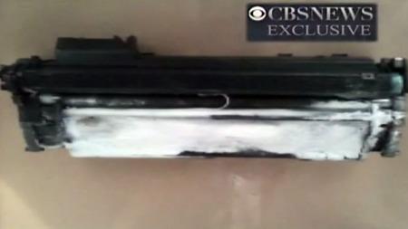 BOMBEFUNN: Mistenkelige tonere til blekkpatroner ble funnet i pakker fra Jemen som skulle til USA.