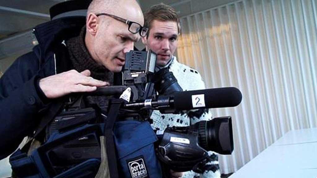 OVERVÅKET OVERVÅKERNE: TV 2-journalistene Asbjørn Olsen og Jens Christian Nørve. (Foto: TV 2)
