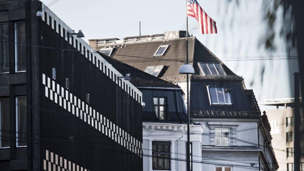 OVERVÅKET NORDMENN: TV 2 har i en rekke reportasjer vist hvordan norske borgere har blitt overvåket av USA de siste ti årene. Fra bygget i bakgrunnen skal det hemmelige SDU-teamet drevet overvåking for den amerikanske ambassaden (foran). (Foto: Andersen, Aleksander/SCANPIX)