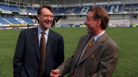 Bjørn Rune Gjelsten (t.v.) og Kjell Inge Røkke kunne stolt presentere det nybygde Molde Stadion i 1998. (Foto: Nilsen, Per Tormod/Scanpix)