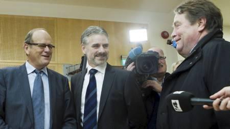 HEVDER SIN USKYLD: Saken mot de to bedrageritiltalte stortingsrepresentantene Anders Talleraas (til h.) og Magnus Stangeland (til v.) startet i Oslo Tingrett tirsdag. I midten står Stangelands forsvarer, Svein Aage Valen. (Foto: Roald, Berit/Scanpix)