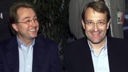 HAR OPPLEVD MOLDE-SUKSESS FØR: Kjell Inge Røkke (t.v.) og Bjørn Rune Gjelsten før Mesterliga-kampen Molde - Porto i 1999. (Foto: Johansen, Erik/SCANPIX)