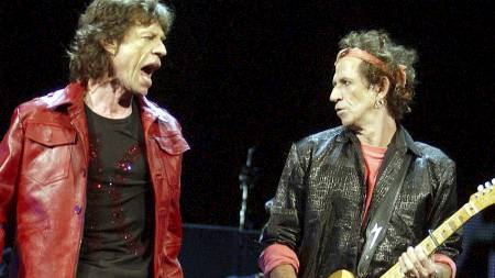 PÅ SCENEN: Mick Jagger og Keith Richards på scenen i 2002. (Foto: Rich Lee/Pa Photos)