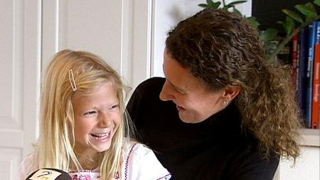 VIL HA LOVFESTEDE RETTIGHETER: Mamma Benedikte Wentworth mener de CI-opererte barnas rettigheter må lovfestes. (Foto: TV 2)