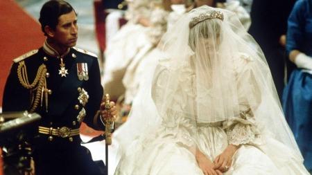 Slik så prinsesse Dianas kjole ut i 1981.