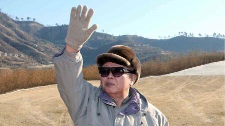 Nord-Koreas leder, Kim Jong-Il, og hans administrasjon tror   atomvåpen er veien til velstand i landet. (Foto: KNS, ©kit/ejj)