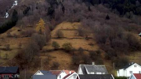 STEINRAS: 36 personer ble lørdag kveld evakuert etter at det gikk et steinras i Vik i Sogn. (Foto: Tipser-MMS til 02255/)