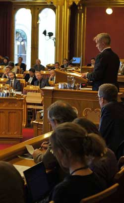 Justismininster Knut Storberget redegjorde i Stortinget for hva Norge visste om USAs overvåking. (Foto: Goran Jorganovich)
