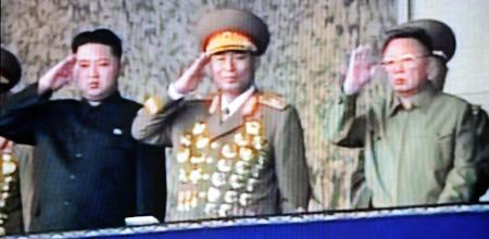 GODE LEDERE: Det er Bjørnars dom over statsoverhode Kim Jung-Il   og etterfølgeren Kim Jong-Un (Foto: AFP PHOTO / KCTV via sørkoreansk   TV, ©jhk/dan)
