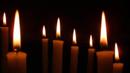 Slokk levende lys før du forlater rommet, oppfordrer brannsjef i Oslo, Jon Myroldhaug. (Foto: colourbox.com)