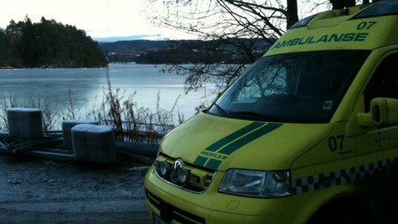 UTRYGG IS: Isen på Nordåsvannet er ikke trygg. Området hvor mannen som ble reddet gikk gjennom er ekstra utrygt på grunn av mye strømninger. (Foto: Thomas Henschien / TV 2)