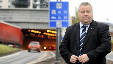 Stortingsrepresentant Bård Hoksrud (Frp) mener det må bli slutt på måling av gjennomsnittsfart mellom fotobokser.  (Foto: Vidar Ruud, ANB)