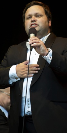 Paul Potts er gjesteartist i første finaleprogrammet av «X Factor». (Foto: Stefan Lindblom )