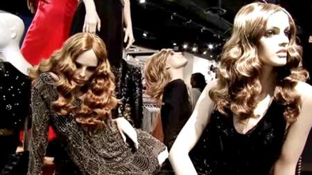 UTSTILT: Kate Moss' siste kolleksjon for Topshop byr på en haug av potensielle kjolefavoritter.  (Foto: Anna Drury)
