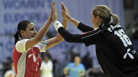 UNGARNS STJERNER: Zita Szucsanszki og Katalin Palinger er kanskje Ungarns to viktigste spillere. (Foto: ATTILA KISBENEDEK/Afp)