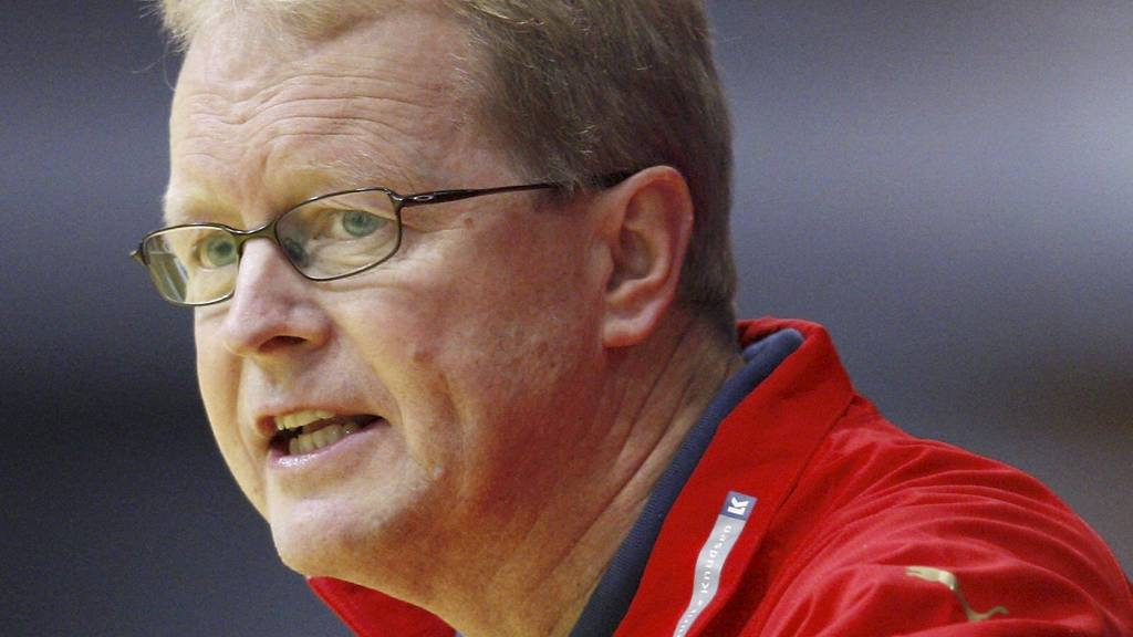 Ulrik Wilbek holder en knapp på Norge før semifinalen. (Foto: DANIEL SANNUM LAUTEN/AFP)