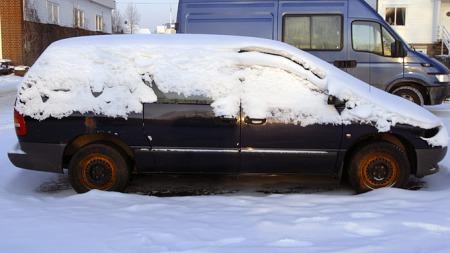 Nedsnødd Chrysler Voyager (Foto: Tore Robert Klerud)