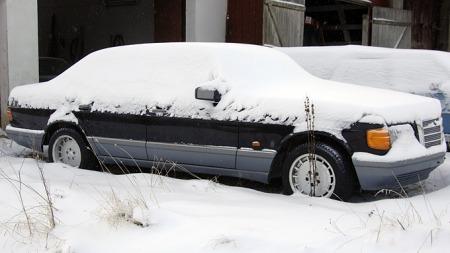 Nedsnødd Mercedes S-klasse (Foto: Tore Robert Klerud)