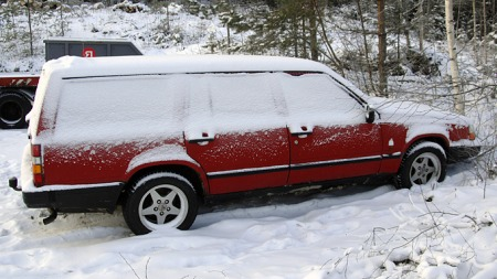 Nedsnødd Volvo 740 (Foto: Tore Robert Klerud)