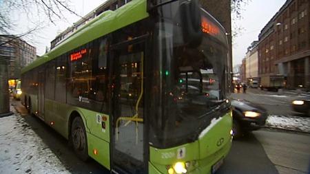 Fett gjøres om til biogass. Ved å bruke biogass på bussene i Oslo, reduseres klimagassutslippene. (Foto: God morgen Norge)