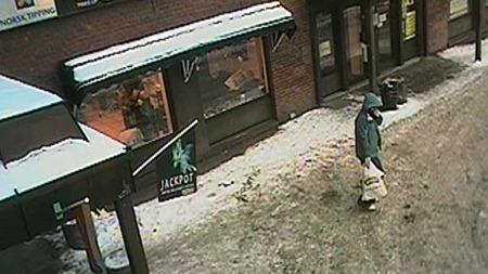 TROLIG SETT: Politiet mener en kvinne kan ha møtt gjerningsmannen. (Foto: Politiet)