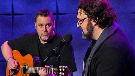 Jack Vreeswijk og Hans-Erik Dyvik Husby synger Cornelis Vreeswijk låter i God morgen Norge. (Foto: TV 2)