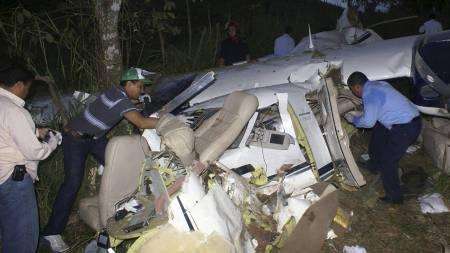 - I FAMILIE: Alle de seks ombord i flyet var trolig i samme familie. (Foto: STRINGER/VENEZUELA/Reuters)