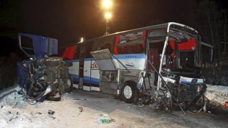 Bussen som var involvert i ulykken i Lavangsdalen hvor 5 personer omkom. Her satt ungdommene fra Alta og kunne se alt som foregikk. (Foto: Tom Benjaminsen/SCANPIX)